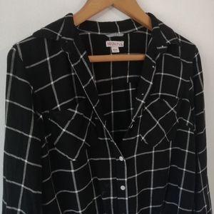 ☘️2/20 Merona button down blouse.